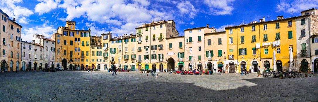 Beautiful colorful square - Piazza dell Anfiteatro in Lucca. Tus